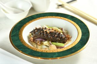 Stir-fried Sea Cucumbers with Assorted Scallion
