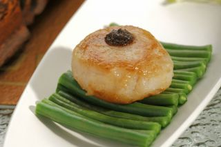 Pan-fried Scallop with Black Truffle
